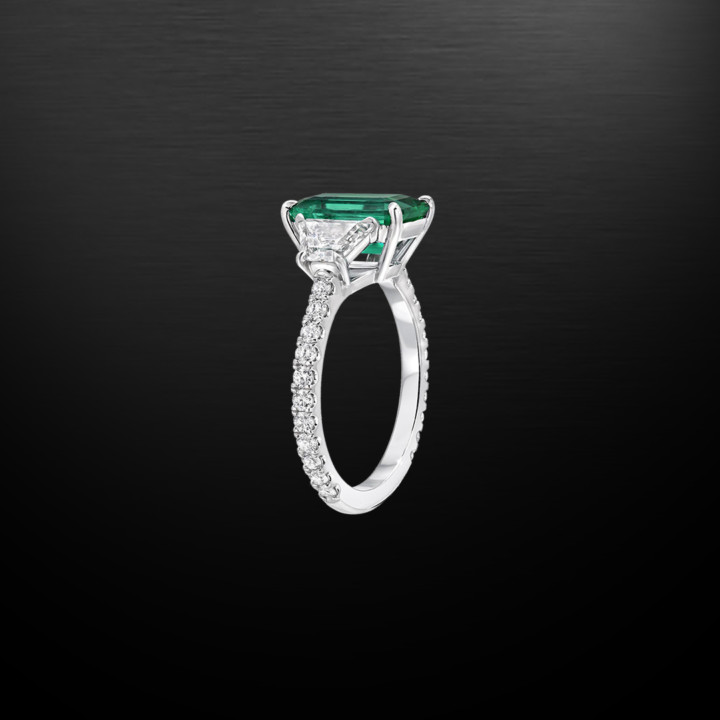 No oil Colombian Emerald ring